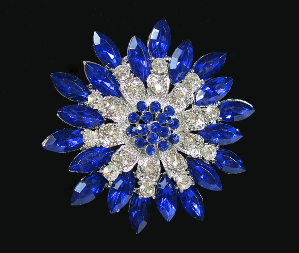 Brosche, silber mit blauen Steinchen